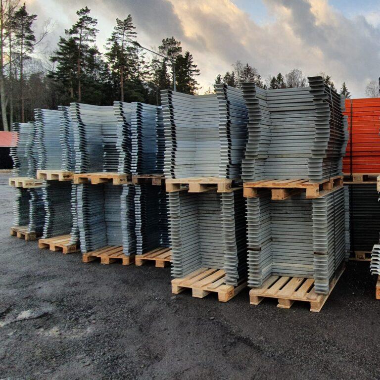 HP många i silver färgad på pallar